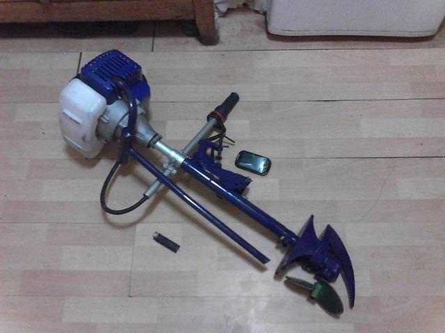 Мотор из триммера на полу