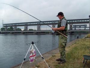 рыбак с удочкой