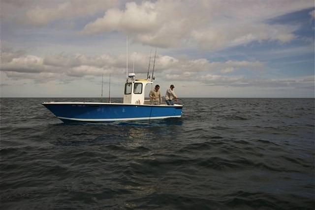 Рыбаки на катере