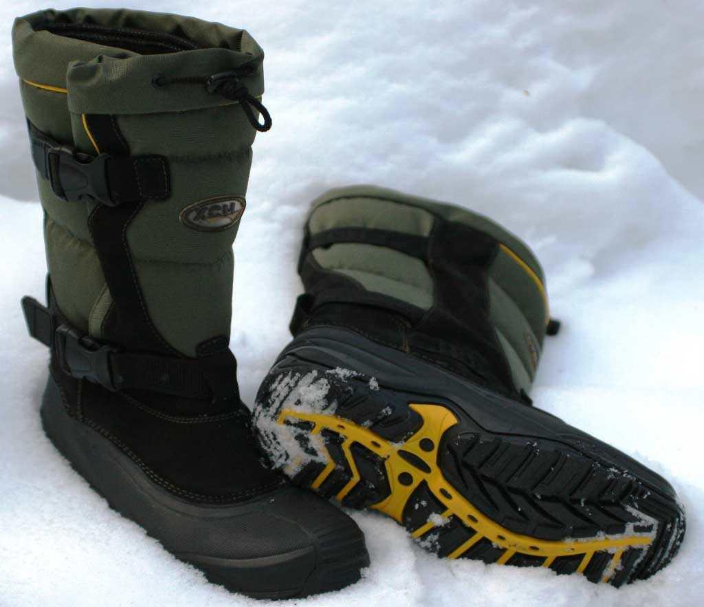 Сапоги на снегу