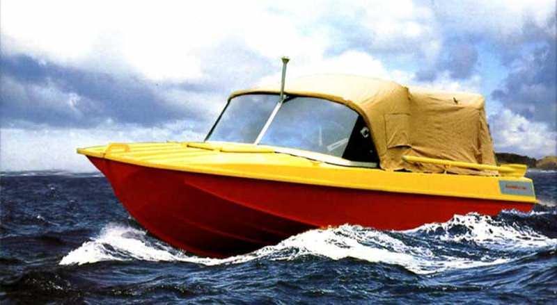 Желто-красная лодка Казанка
