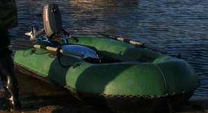 Лодка Нырок-2 пришвартована к берегу