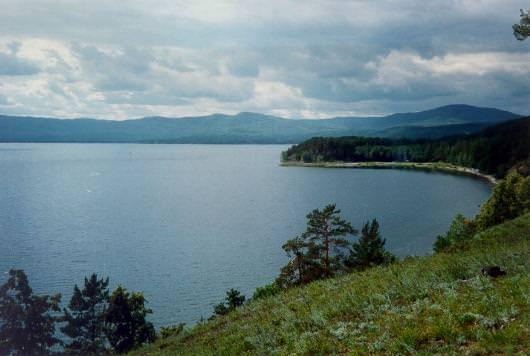 Вид озера с возвышенности